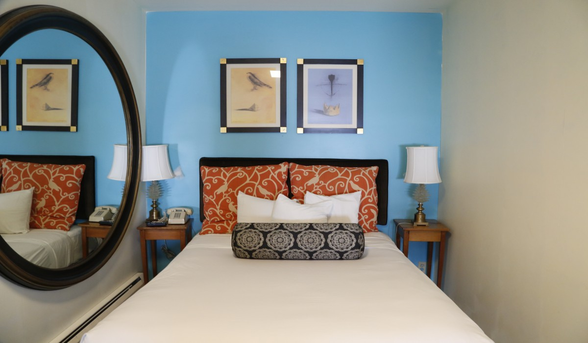 Marina Inn San Francisco - Queen Bed with Artful Mirror