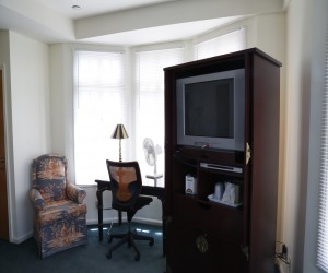 Marina Inn San Francisco - TV Armoire and Desk in Queen Bedroom